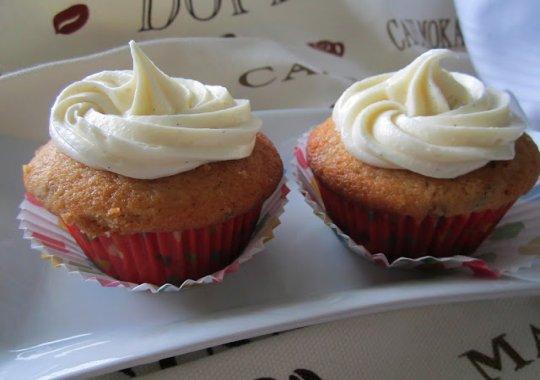 cupcakes aux dattes gla age cr meux la vanille recettes qu becoises. Black Bedroom Furniture Sets. Home Design Ideas