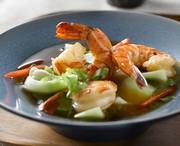 Soupe aux crevettes et au pak choi avec sauce Hoisin