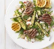 Barbecue d'agneau et salade de courgettes