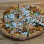 Pizza saumon fumée asperge de style AB