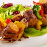 Brochettes de saucisses Italiennes et poivrons grillés
