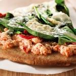 Pizza sur le barbecue aux épinards et au Ricotta