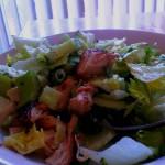 Salade anti-canicule de concombre, coriandre et fleur d'ail