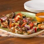 Brochettes de crevettes et de légumes pour les réceptions