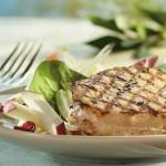 Tournedos de porc grillé, salade de pommes et endives à l'érable
