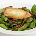 Salade d'asperges et croûtons au Marquis de Témiscouata