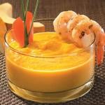 Potage thaï à la citrouille garni de crevettes