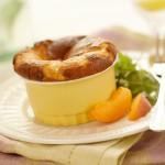Soufflés aux abricots, gruyère et noix