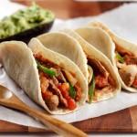Tacos aux languettes de boeuf, piment et oignon