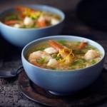 Soupe de crevettes citronnées à l'ail avec riz brun