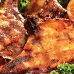 Côtelettes de porc glacées à la moutarde d'abricot
