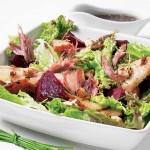 Salade de canard aux betteraves et aux poires grillées