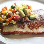 Poêlé de poisson blanc avec une relish de maïs, avocat, et Basilic.