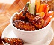 Ailes de poulet avec nappage aux abricots et sauce aux piments