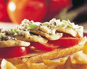 Aubergines et tomates sautées sur pain grillé