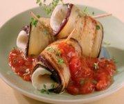 Aubergines roulées à la mozzarella et sauce fruitée aux tomates et aux herbes