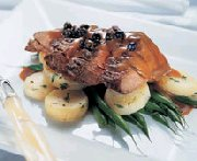 Bavette de boeuf, sauce aux bleuets et au camembert