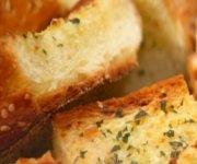 Beurre composé et pain à l'ail
