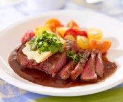 Biftecks aux herbes fraîches et à la sauce oka