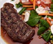 Biftecks de contre-filet GrilRouge Angus au poivre et au café