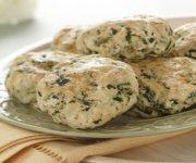 Biscuits au féta et aux épinards