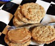 Biscuits sandwich au caramel et au beurre d'arachide