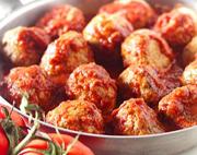 Boulettes de viande savoureuses, sauce aux canneberges