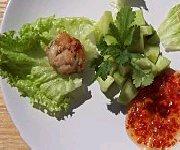 Boulettes de poulet à la coriandre et sauce pimentée
