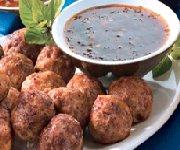 Boulettes de viande et délicieuses sauces pour tremper