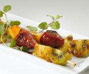Brochettes de fruits frais et Cheddar d'ici rôties