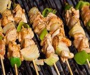 Brochettes de poulet à l'orientale aux graines de sésame
