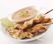 Brochettes de poulet au cari avec trempette aux arachides