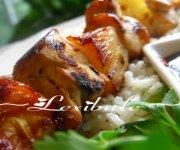 Brochettes de poulet hawaïennes avec riz à la noix de coco