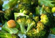 Brocoli avec croûtons à l'ail grillé et au persil