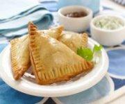 Chaussons au poulet et aux pommes de terre épicés à l'indienne