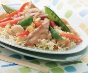 Chow mein au poulet et légumes rapide