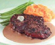 Contre-filet de boeuf au poivre et fromage bleu