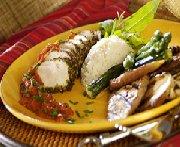 Coqs au dindon en croûte d'herbes et fondue de tomates
