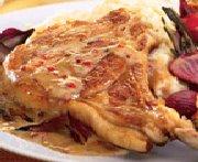 Côtelettes de veau poêlées sauce à la crème et au poivre rose