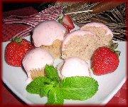 Cupcakes aux fraises, glaçage au fromage à la crème et fraises