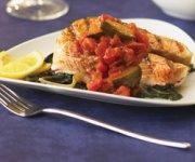 Darnes de saumon avec sauce Prima Vera sur de la bette à carde