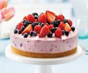Délicieux gâteau au fromage et aux petits fruits