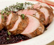 Filet de porc avec sauce aux bleuets sauvages