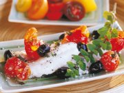 Filet d'aiglefin aux tomates et aux olives noires