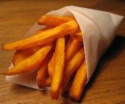 Frites de patate douce dans l'huile
