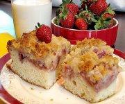 Gâteau à déjeuner aux fraises, crumble d'amandes