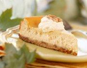 Gâteau au fromage à l'érable avec une croûte aux noix grillées