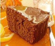 Gâteau au pain d'épice avec sauce au citron