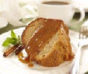 Gâteau aux épices avec nappage au caramel
