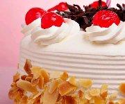 Gâteau blanc argenté à étages